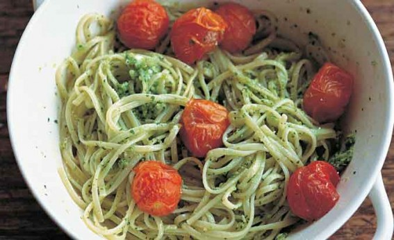 fettucine-with-goats-cheese-pesto-and-roasted-tomatoes ini a white bowl